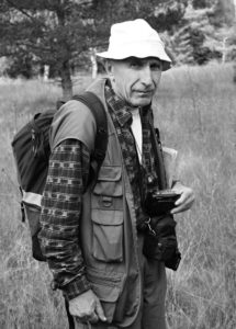 Obr. 1. Jaromír Švarc na exkurzi Jihočeské pobočky ČBS ve VVP Boletice  vroce 2005 (foto: L. Ekrt).